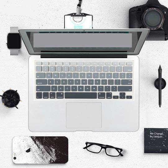 Lót phím macbook nhạt dần đen