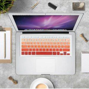 Lót phím macbook nhạt dần đỏ