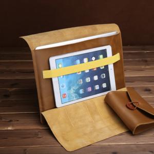 Có thể đựng thêm chiếc iPad bên cạnh Macbook