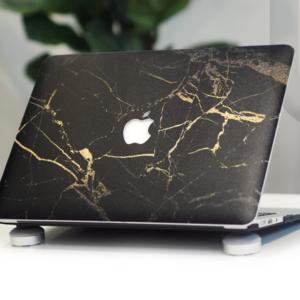 Case macbook màu đen với coollball