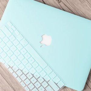 Case Macbook Màu Xanh Dương Pastel Và Bàn Phím