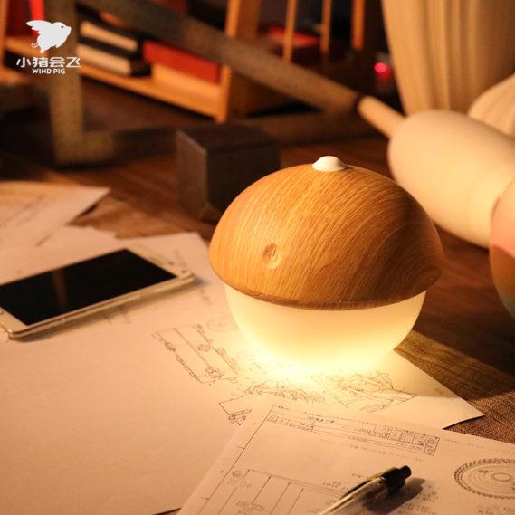 Đèn led thông minh trên bàn làm việc